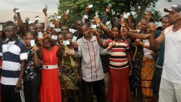 Nigerian Voters posing with ther cards